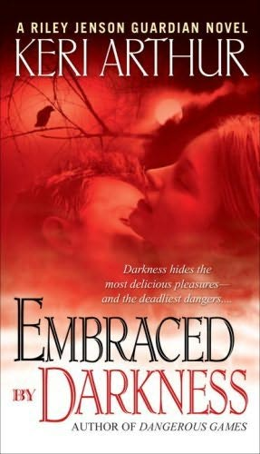 обложка книги Embraced By Darkness
